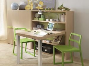Дитячий письмовий стіл
